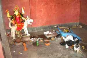 গোপালগঞ্জে মন্দিরে মূর্তি ভাংচুর