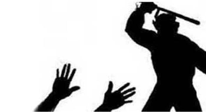 আগৈলঝাড়ায় স্কুলছাত্রকে পিটিয়ে আহত