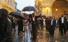 Rain, deserted streets, police greet Obama in Havana